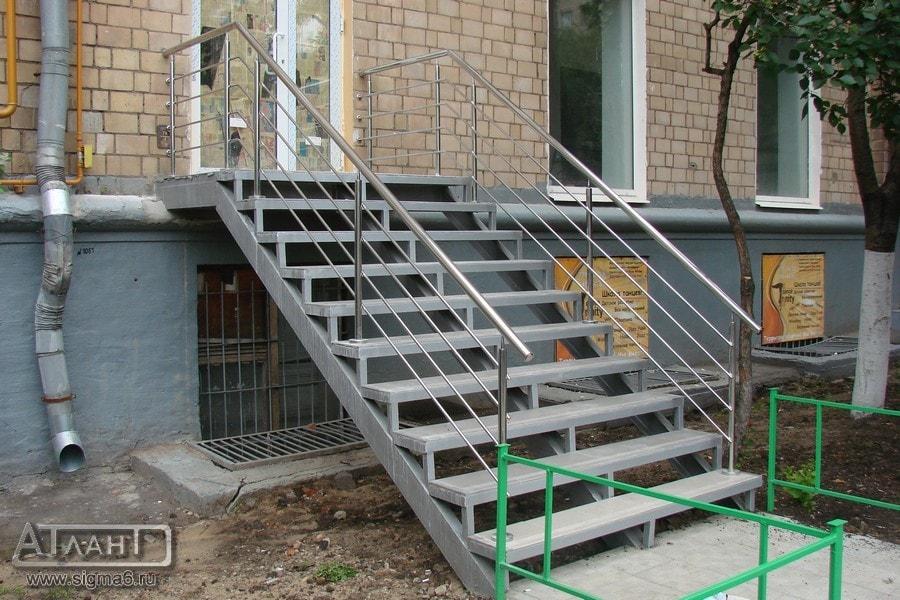 Металлическая входная лестница своими руками